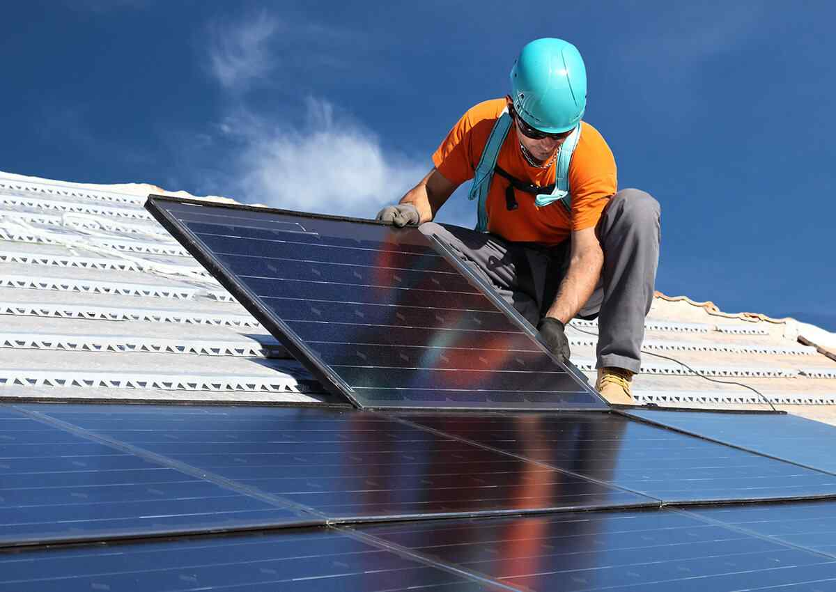 https://solarpanels-tampa.com/wp-content/uploads/2018/10/inner_professionals_04.jpg